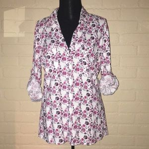 Just living the dream Button up floral blouse NWT